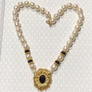 kJL Avon Faux Pearl Flower Necklace